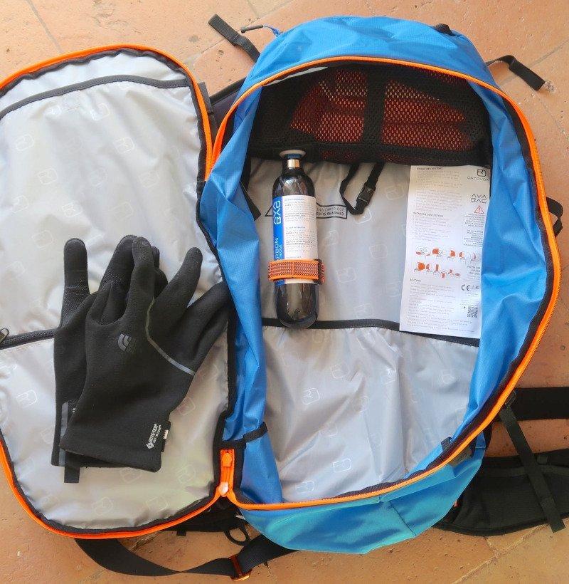 bomboletta e sacco airbag dell' Ortovox Ascent Avabag