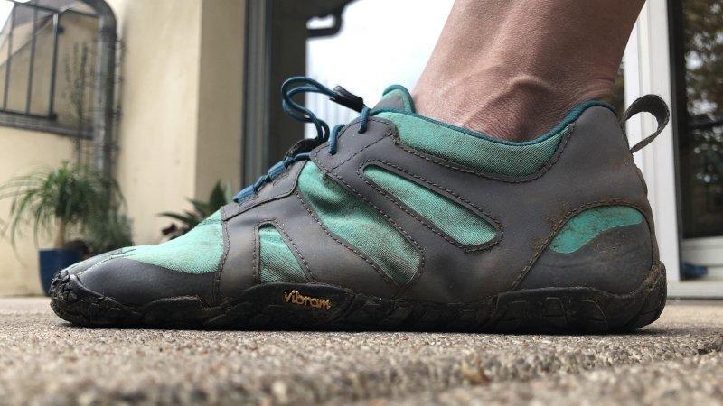 scarpa minimalista in appoggio