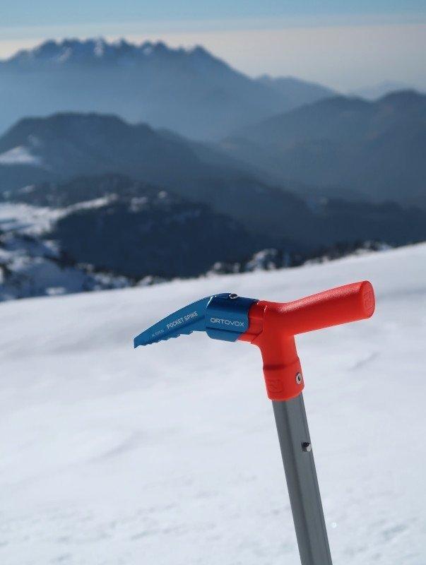 pala-piccozza Ortovox per scialpinismo