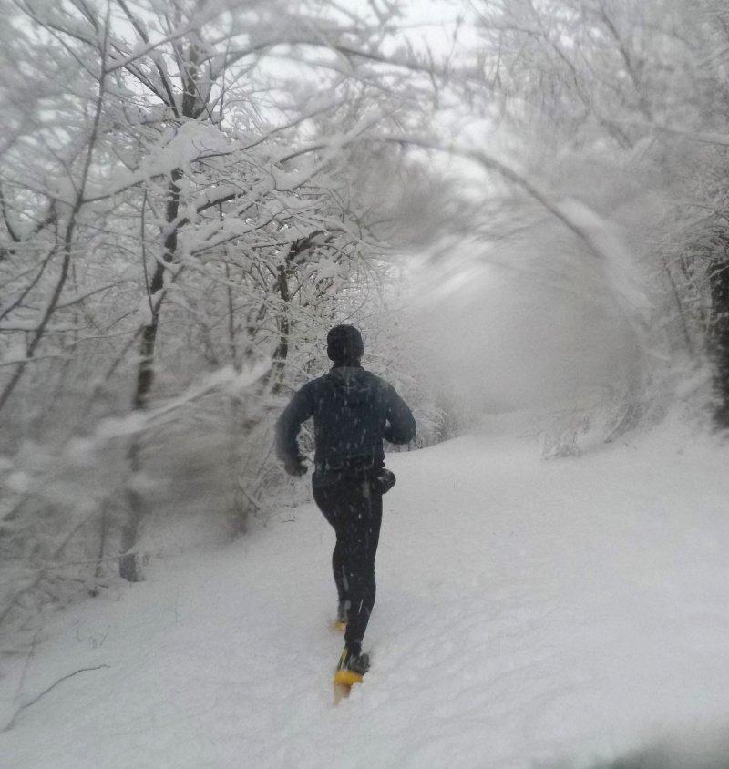 test della scarpa da trail running sotto la neve