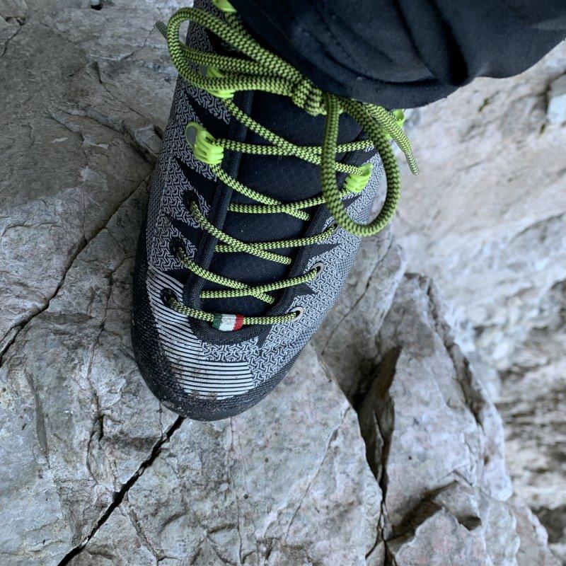 allacciatura della scarpa veloce gtx