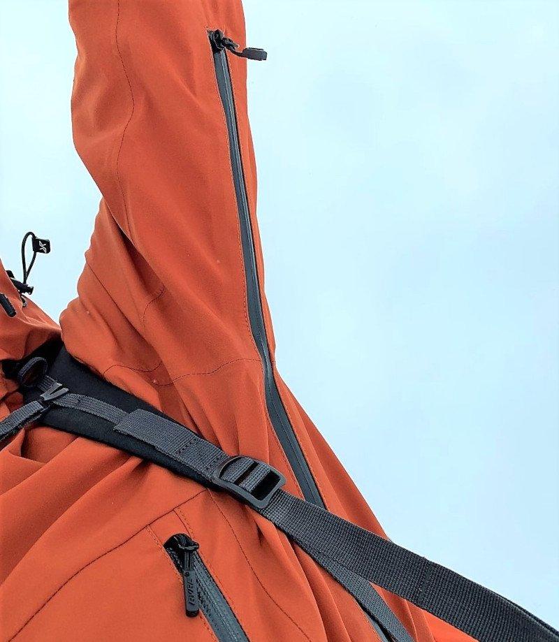 aperture con zip ascellari giacca RevolutionRace