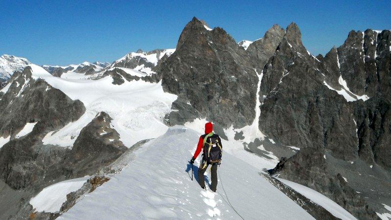 attrezzatura per alpinismo su ghiaccio