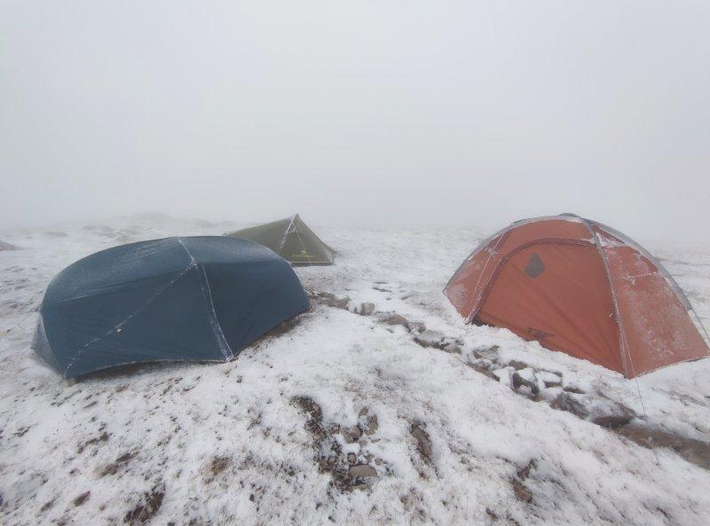 montaggio di una quattro stagioni su neve