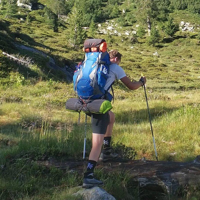 trekking con zaino a pieno carico
